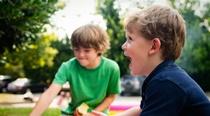 Aj v roku 2018 vyhlasujeme grantovú výzvu na pomoc deťom so znevýhodnením