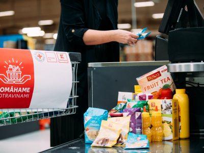 Zbierka Pomáhame potravinami lámala rekordy. Vyzbieralo sa o 13 ton potravín viac pre ľudí v núdzi ako minulý rok