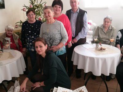 Zamestnanci VÚB banky sa vzdali vianočných darčekov, aby potešili seniorov