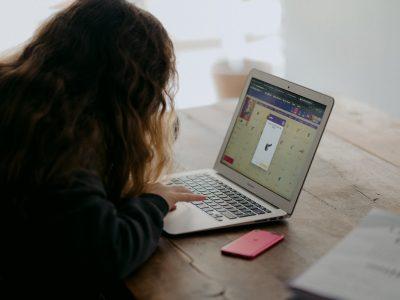 Accenture: Tipy pre rozbehnutie dištančného vzdelávania v školách (nielen) pre rodičov