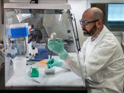 Sanofi a GSK spájajú sily v bezprecedentnej spolupráci v boji proti ochoreniu COVID-19